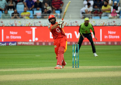 Misbah heaving one down the ground - PSL Islamabad United
