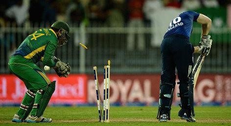England Beats Pakistan by 6 wickets in 3rd ODI